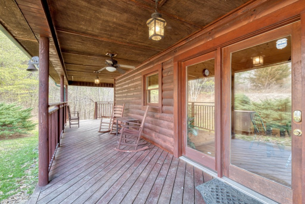 Photo of a Pigeon Forge Cabin named Country Living - This is the twenty-eighth photo in the set.