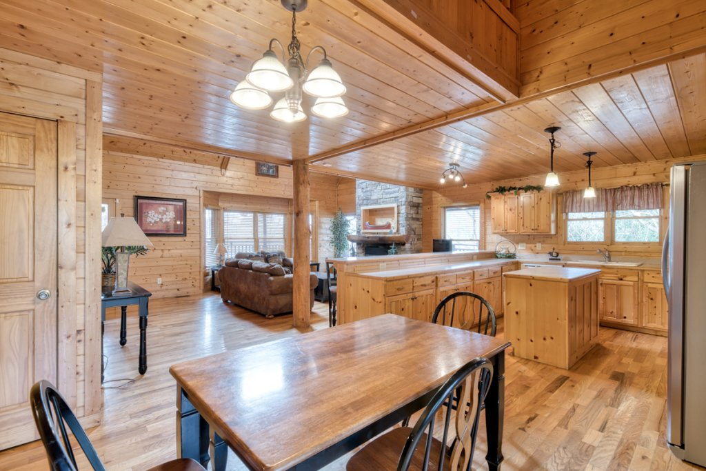 Photo of a Pigeon Forge Cabin named Country Living - This is the eighth photo in the set.