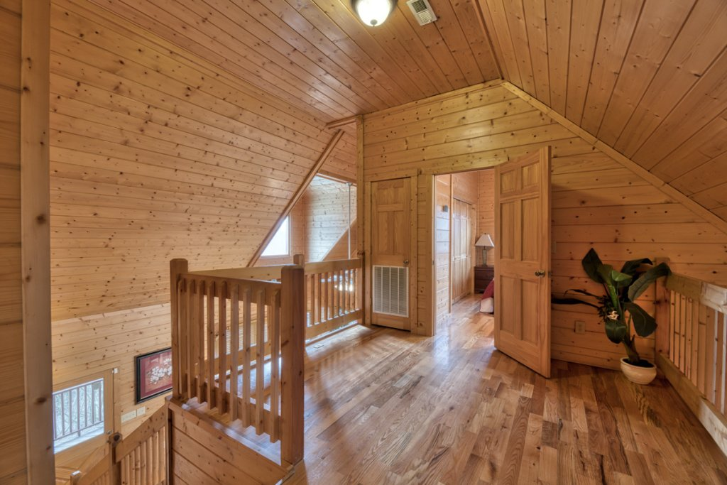 Photo of a Pigeon Forge Cabin named Country Living - This is the fifteenth photo in the set.