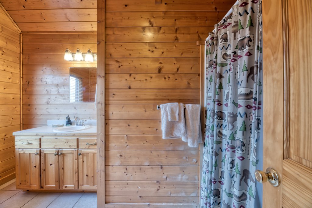Photo of a Pigeon Forge Cabin named Country Living - This is the eighteenth photo in the set.