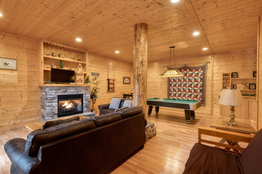 Photo of a Pigeon Forge Cabin named Country Living - This is the twenty-fourth photo in the set.