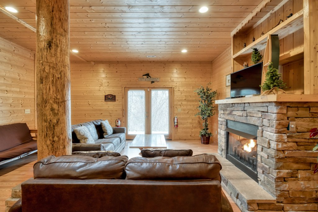 Photo of a Pigeon Forge Cabin named Country Living - This is the twenty-third photo in the set.