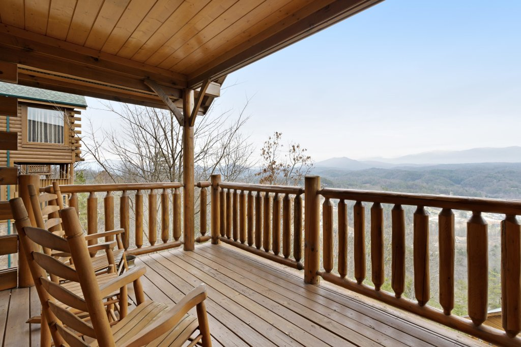 Photo of a Pigeon Forge Cabin named Avalon Mist - This is the fifth photo in the set.