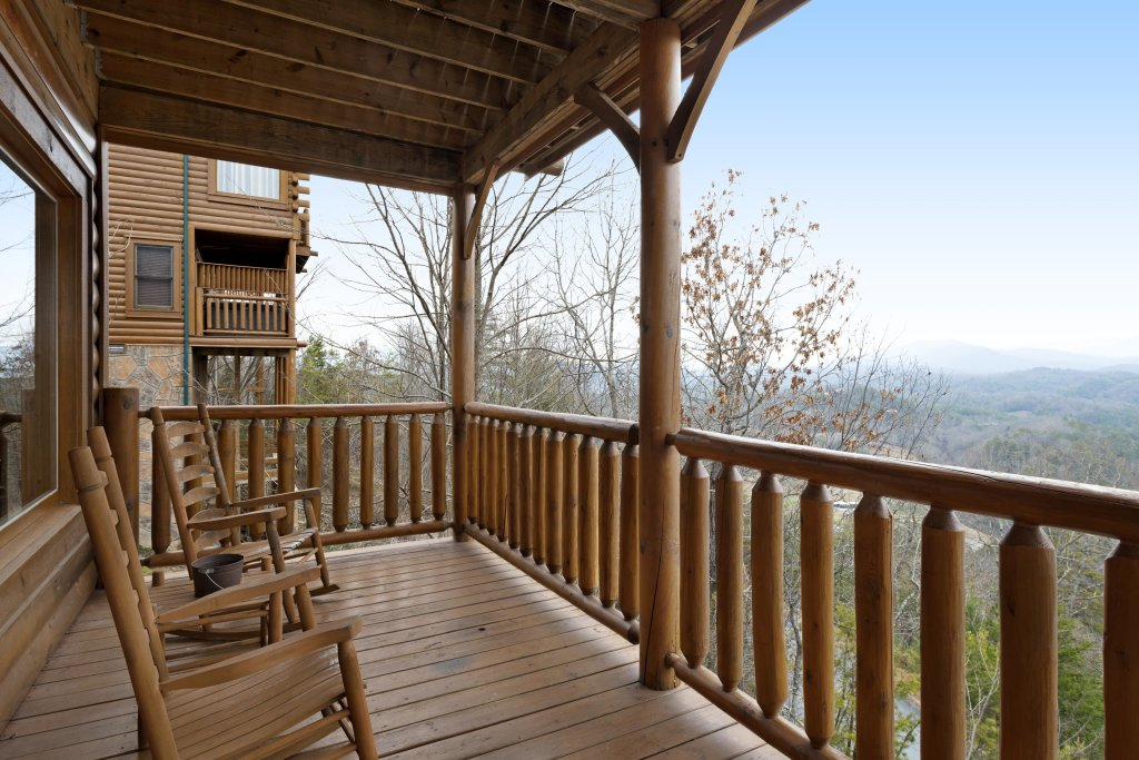 Photo of a Pigeon Forge Cabin named Avalon Mist - This is the twenty-sixth photo in the set.