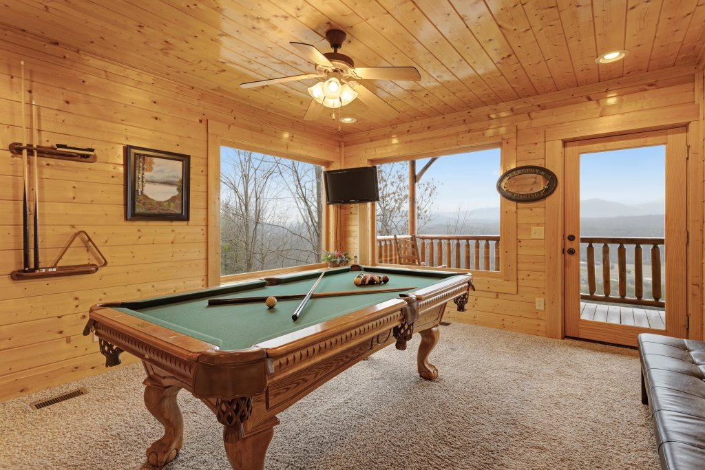 Photo of a Pigeon Forge Cabin named Avalon Mist - This is the sixteenth photo in the set.