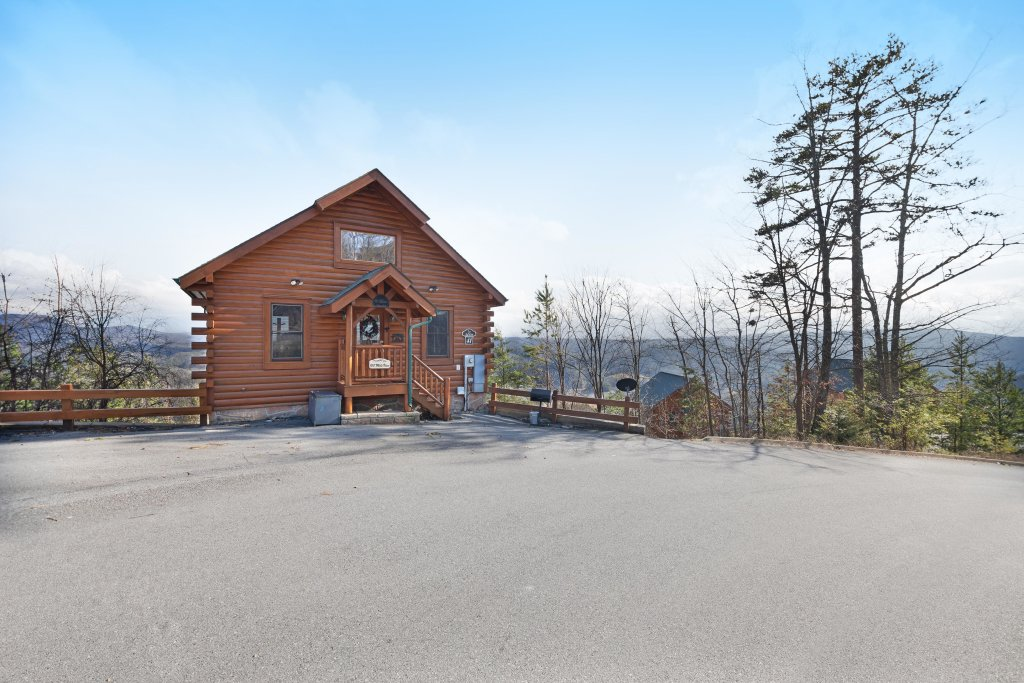Photo of a Pigeon Forge Cabin named 100 Mile View - This is the first photo in the set.
