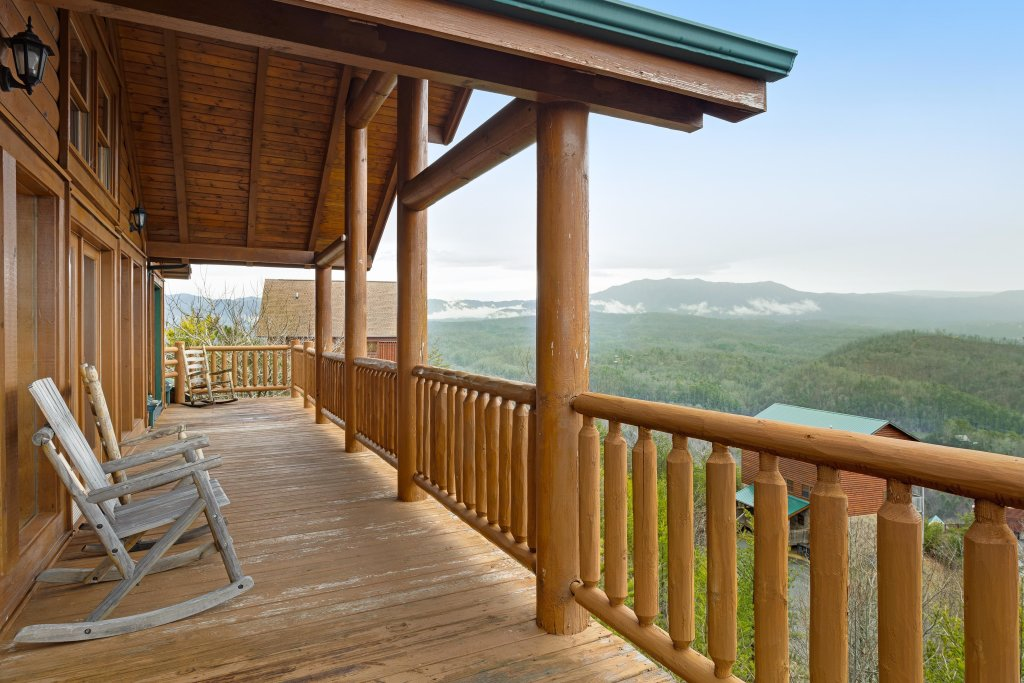 Photo of a Pigeon Forge Cabin named A Diamond In The Sky - This is the thirty-ninth photo in the set.