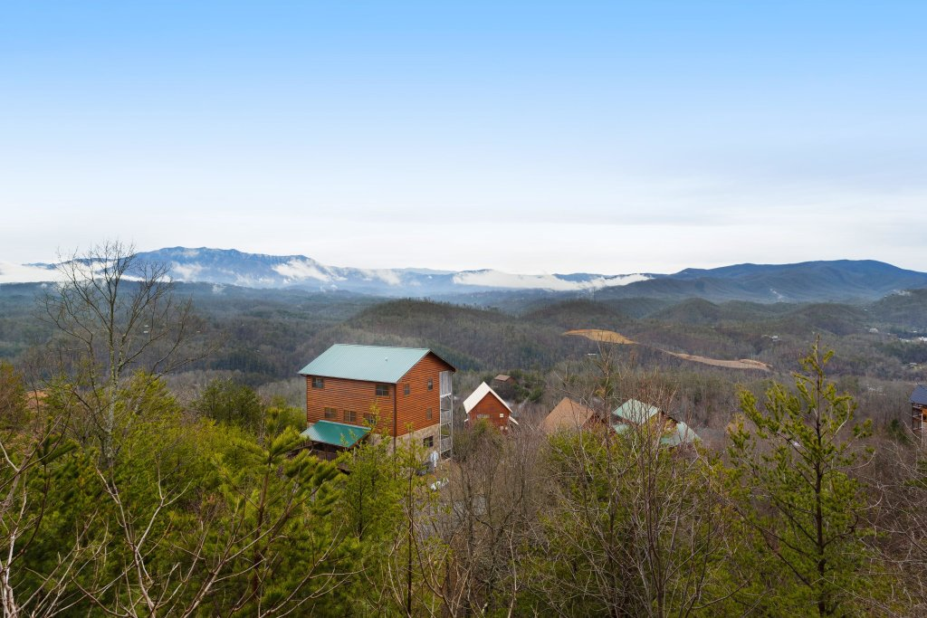 Photo of a Pigeon Forge Cabin named A Diamond In The Sky - This is the fourth photo in the set.