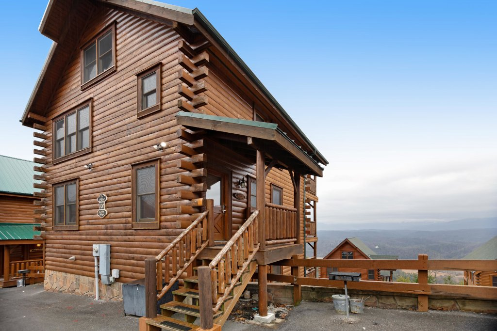 Photo of a Pigeon Forge Cabin named Livin High - This is the first photo in the set.