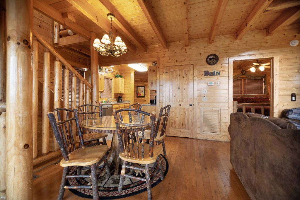 Photo of a Pigeon Forge Cabin named Livin High - This is the eighth photo in the set.