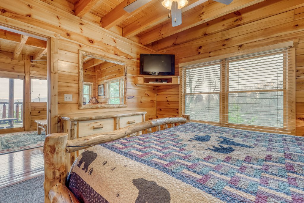 Photo of a Pigeon Forge Cabin named Sweet Surrender - This is the twenty-second photo in the set.