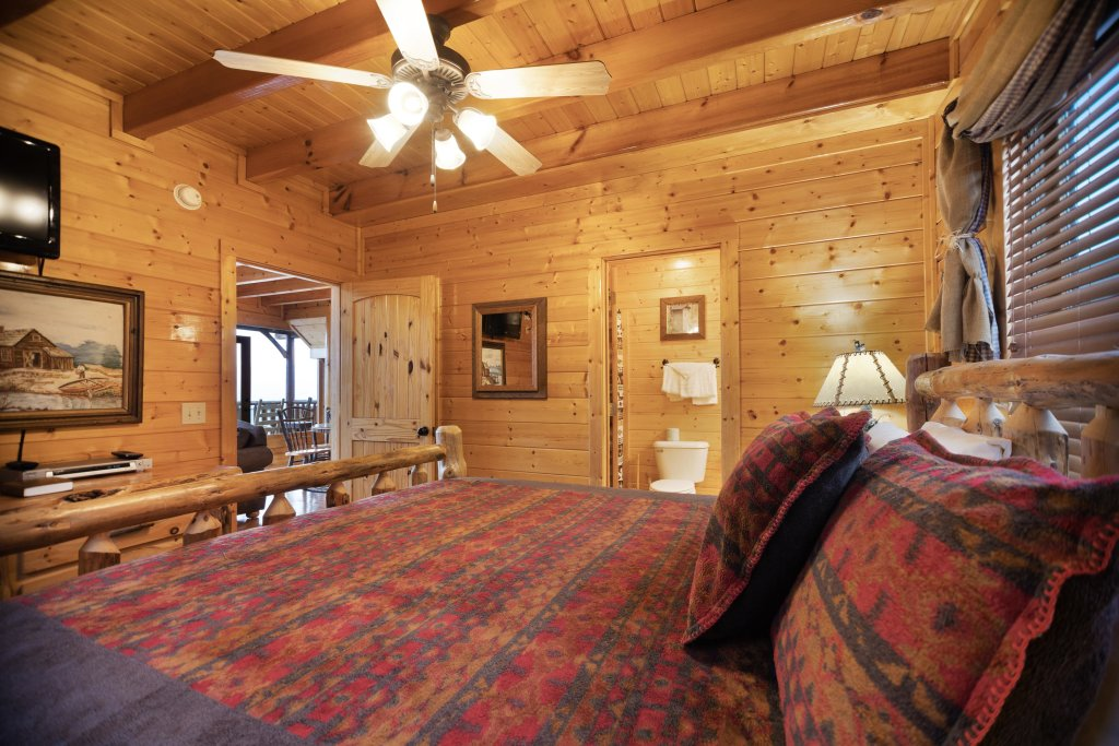 Photo of a Pigeon Forge Cabin named Livin High - This is the fifteenth photo in the set.