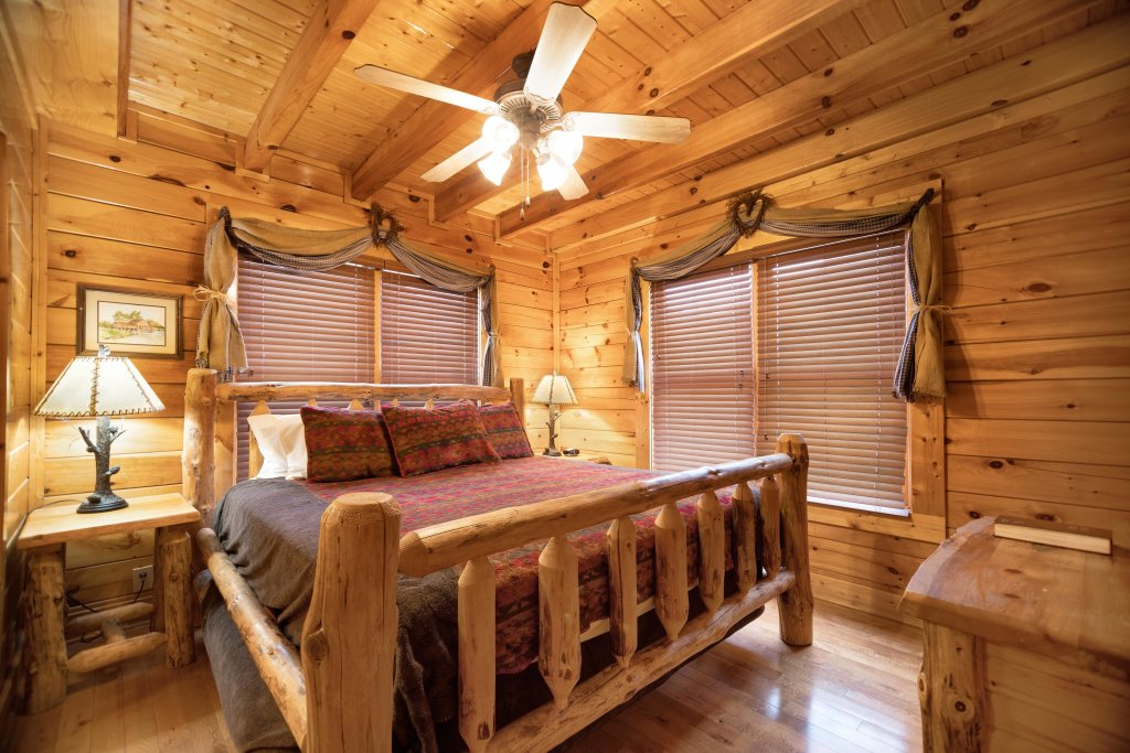 Photo of a Pigeon Forge Cabin named Livin High - This is the fourteenth photo in the set.