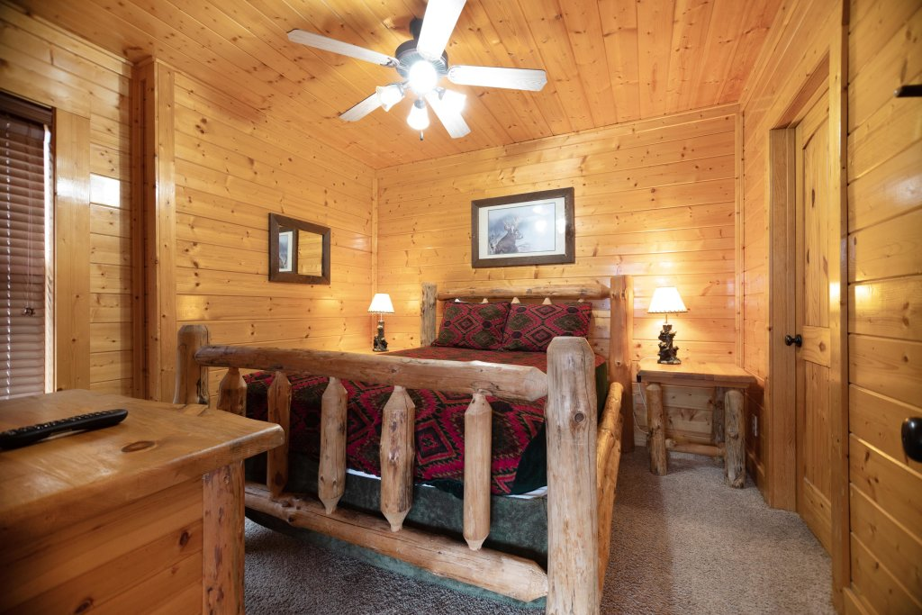 Photo of a Pigeon Forge Cabin named Livin High - This is the seventeenth photo in the set.