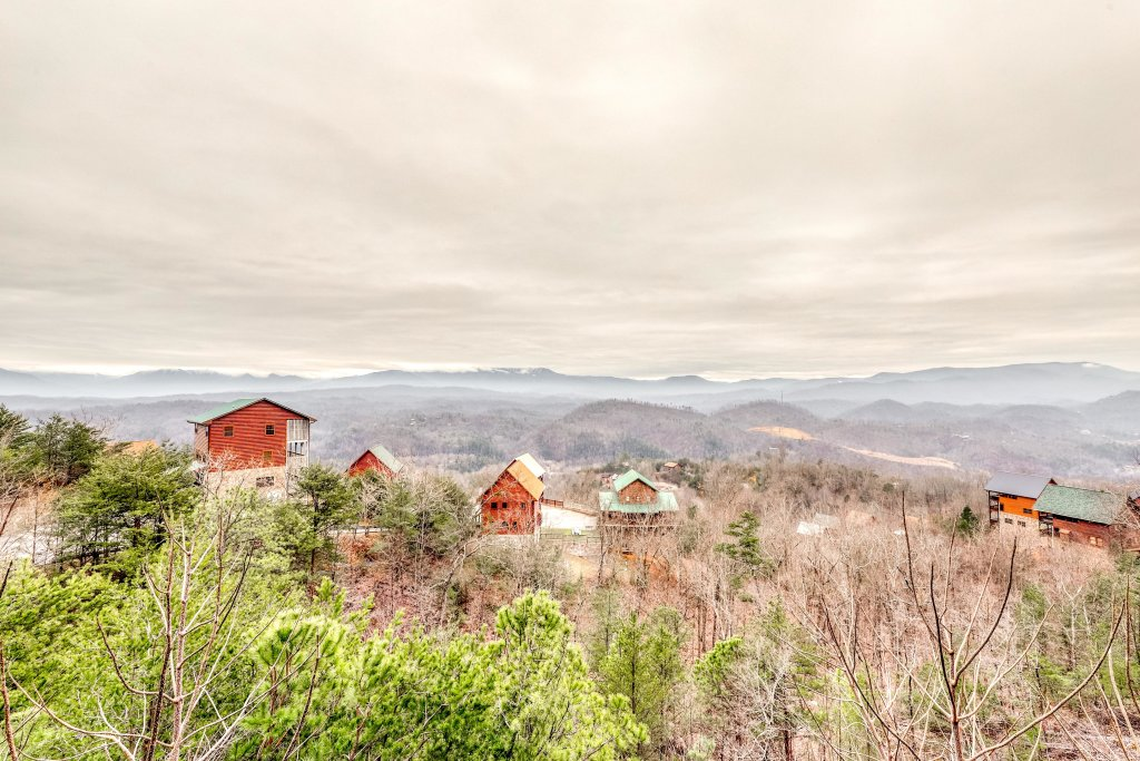 Photo of a Pigeon Forge Cabin named Grand View Lodge - This is the eighteenth photo in the set.