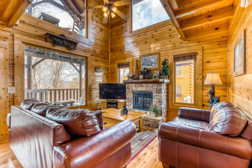 Photo of a Sevierville Cabin named Nature's Paradise - This is the first photo in the set.