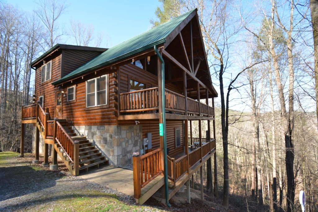 Photo of a Sevierville Cabin named Hidden Haven - This is the second photo in the set.