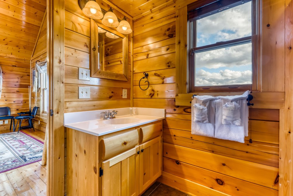 Photo of a Sevierville Cabin named Nature's Paradise - This is the thirty-second photo in the set.