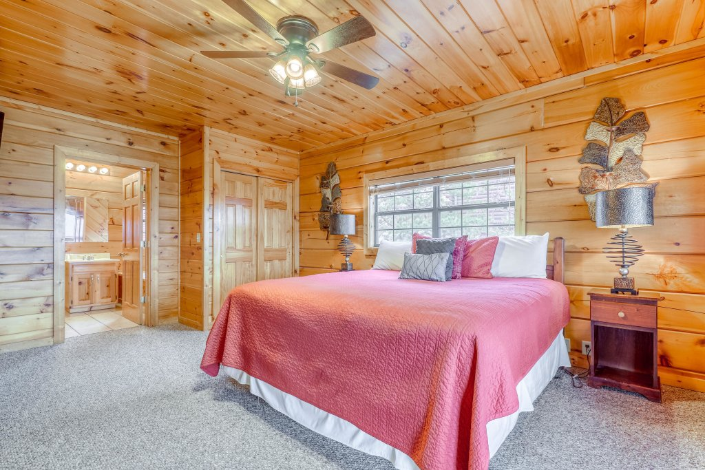 Photo of a Pigeon Forge Cabin named Grand View Lodge - This is the eighth photo in the set.