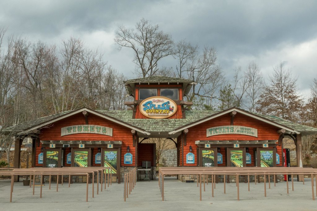 Photo of a Pigeon Forge Cabin named Grand View Lodge - This is the forty-first photo in the set.
