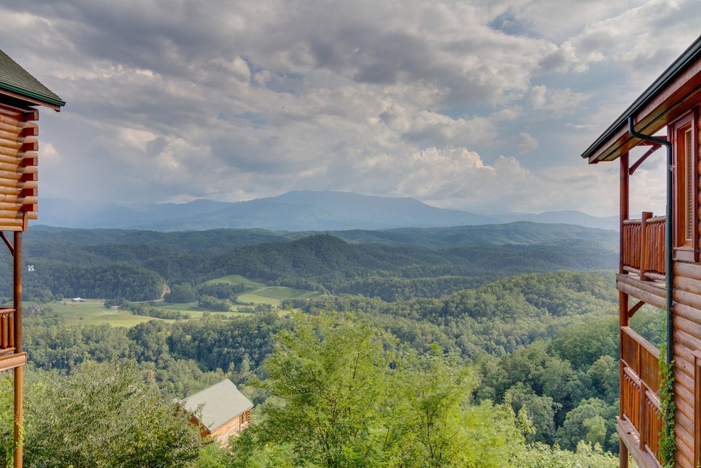 Photo of a Pigeon Forge Cabin named Breathtaking View - This is the thirty-second photo in the set.
