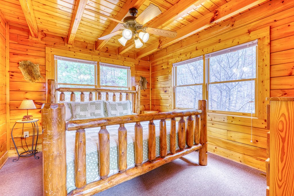 Photo of a Sevierville Cabin named Just The Two Of Us - This is the twenty-first photo in the set.