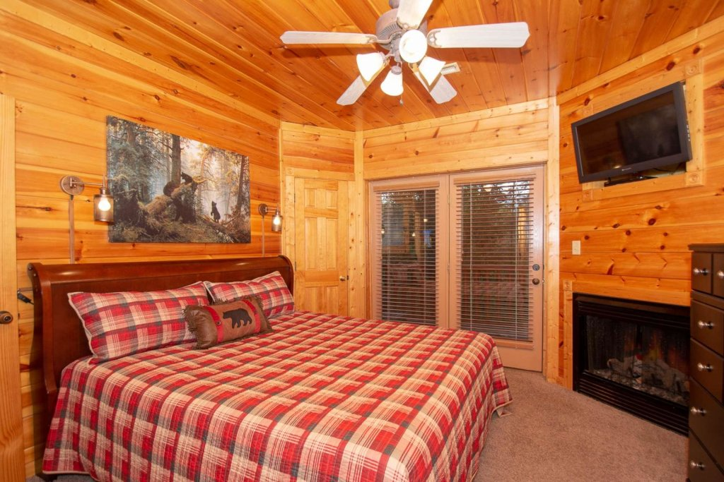 Photo of a Gatlinburg Cabin named The Grandview - This is the fourteenth photo in the set.