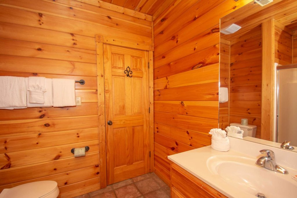 Photo of a Gatlinburg Cabin named The Grandview - This is the nineteenth photo in the set.