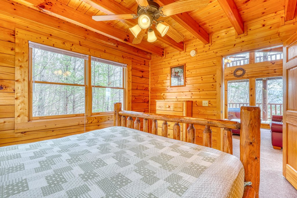 Photo of a Sevierville Cabin named Just The Two Of Us - This is the twenty-second photo in the set.