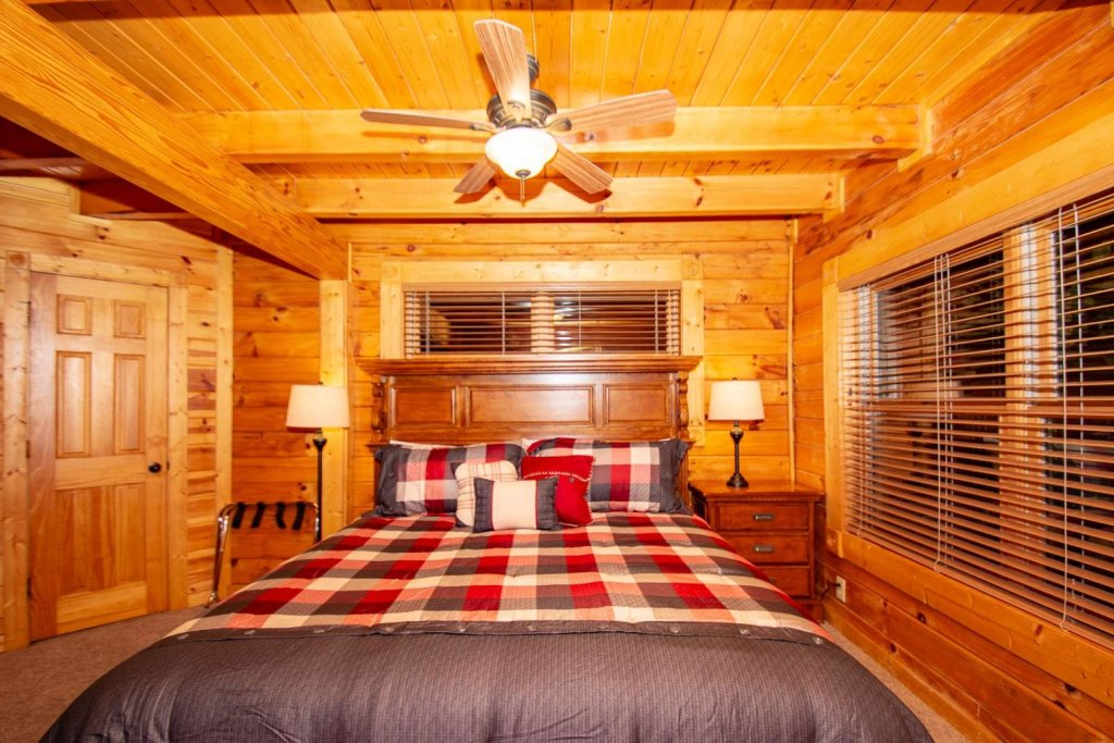 Photo of a Gatlinburg Cabin named The Grandview - This is the twelfth photo in the set.