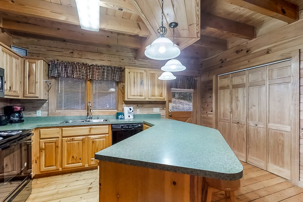 Photo of a Gatlinburg Cabin named Woodland Hideaway - This is the thirteenth photo in the set.
