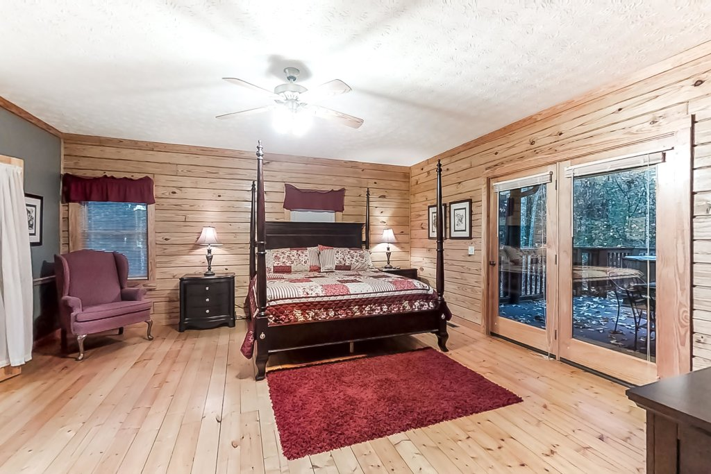 Photo of a Gatlinburg Cabin named Woodland Hideaway - This is the twentieth photo in the set.