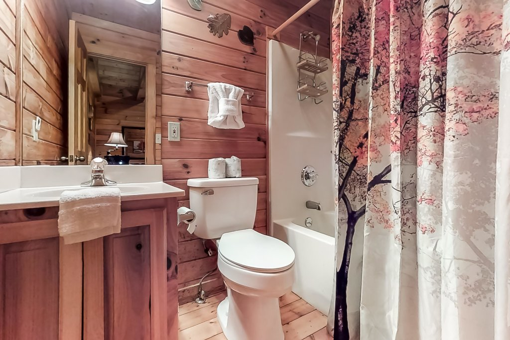 Photo of a Gatlinburg Cabin named Woodland Hideaway - This is the thirty-second photo in the set.