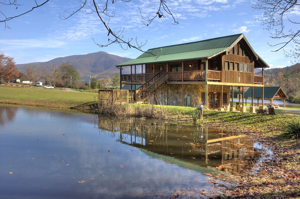 Photo of a Sevierville Cabin named A Fishing Hole #156 - This is the first photo in the set.