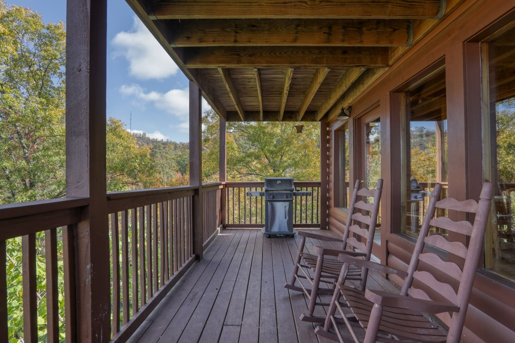 Photo of a Pigeon Forge Cabin named Evening View #133 - This is the sixty-third photo in the set.