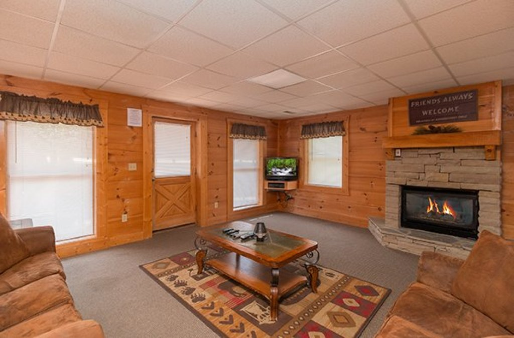 Photo of a Pigeon Forge Cabin named Little Moon - This is the third photo in the set.