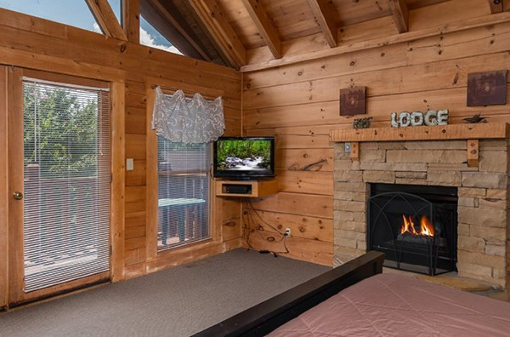Photo of a Pigeon Forge Cabin named Little Moon - This is the fourth photo in the set.