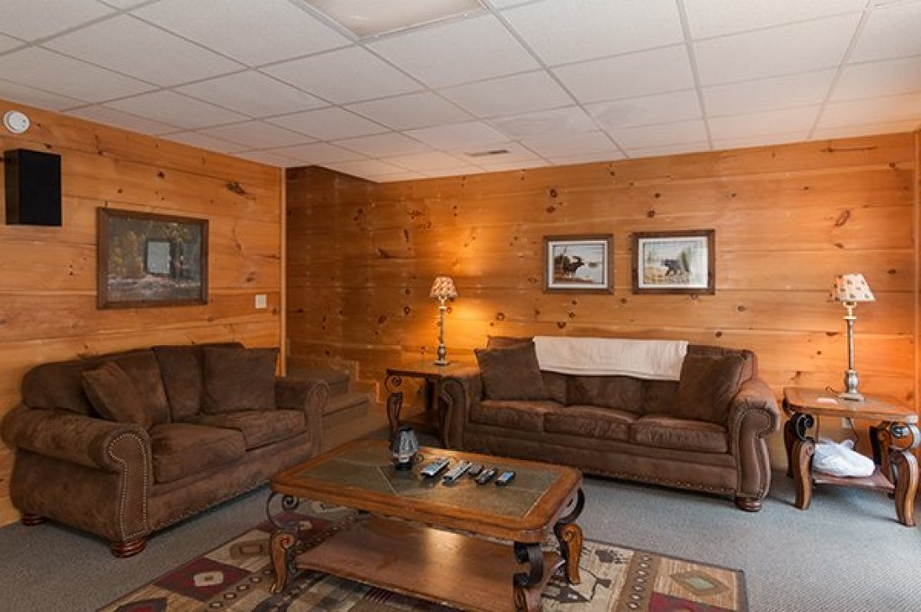 Photo of a Pigeon Forge Cabin named Little Moon - This is the second photo in the set.