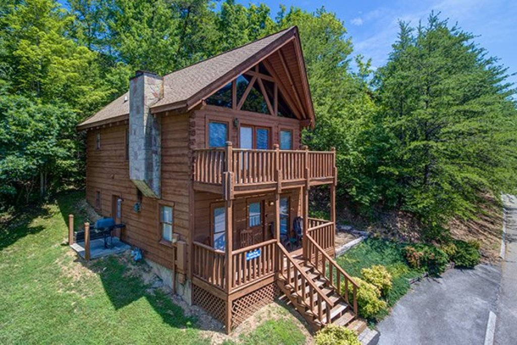 Photo of a Pigeon Forge Cabin named Little Moon - This is the first photo in the set.