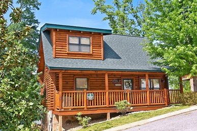 2 Bedroom Luxury Cabin In A Resort Setting. Easy To Access, No Mountain Roads.