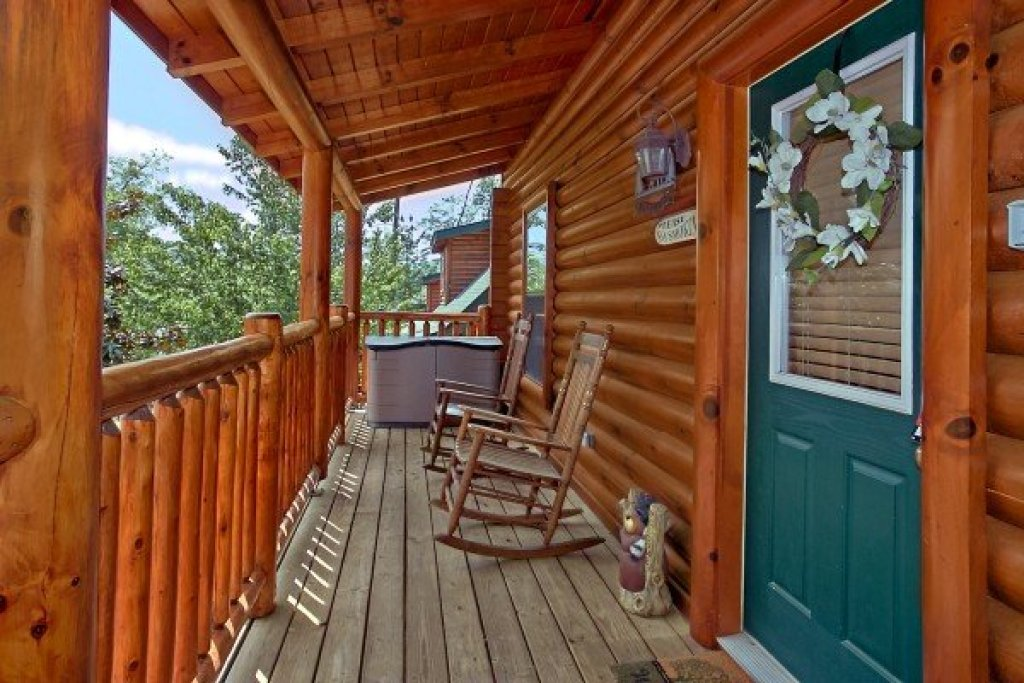 Photo of a Sevierville Cabin named An Elegant Moose - This is the second photo in the set.