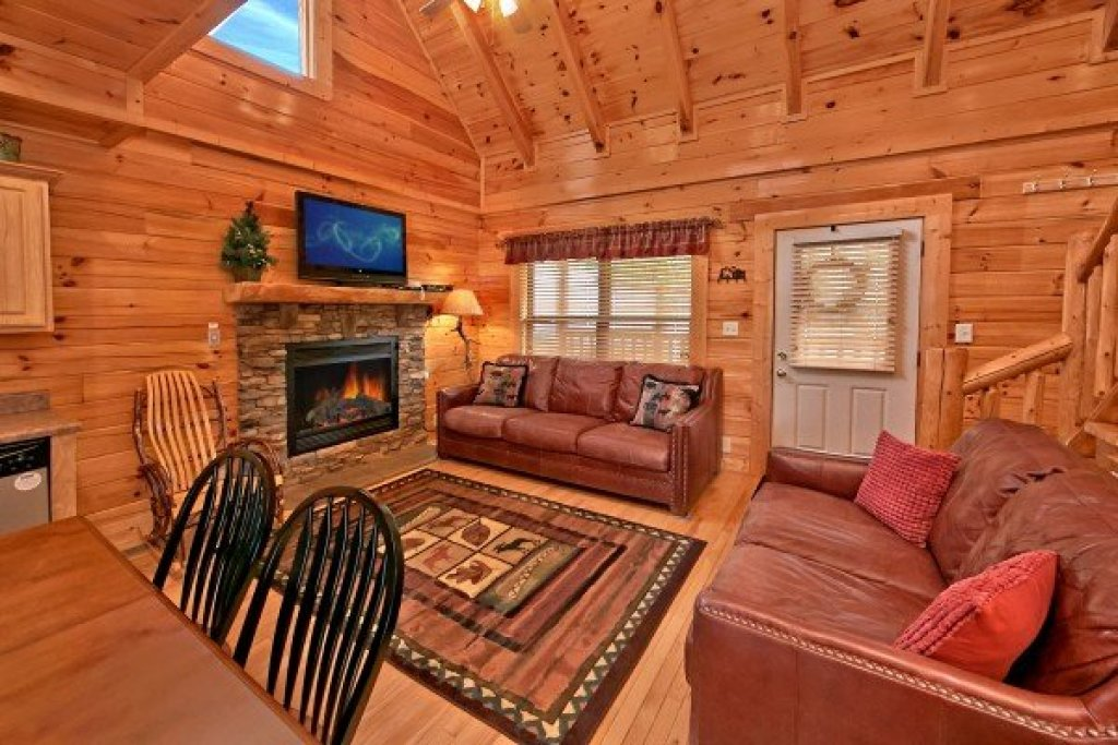Photo of a Sevierville Cabin named An Elegant Moose - This is the fourth photo in the set.