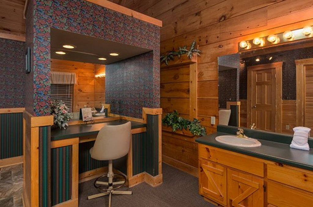 Photo of a Pigeon Forge Cabin named Little Moon - This is the eleventh photo in the set.