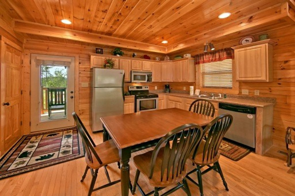 Photo of a Sevierville Cabin named An Elegant Moose - This is the fifth photo in the set.