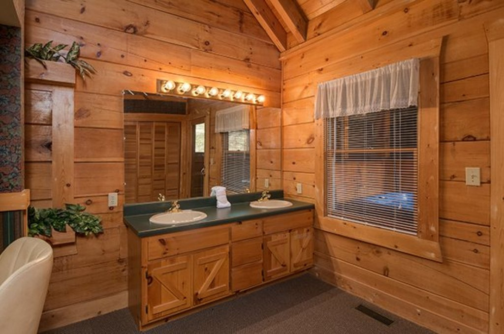 Photo of a Pigeon Forge Cabin named Little Moon - This is the twelfth photo in the set.