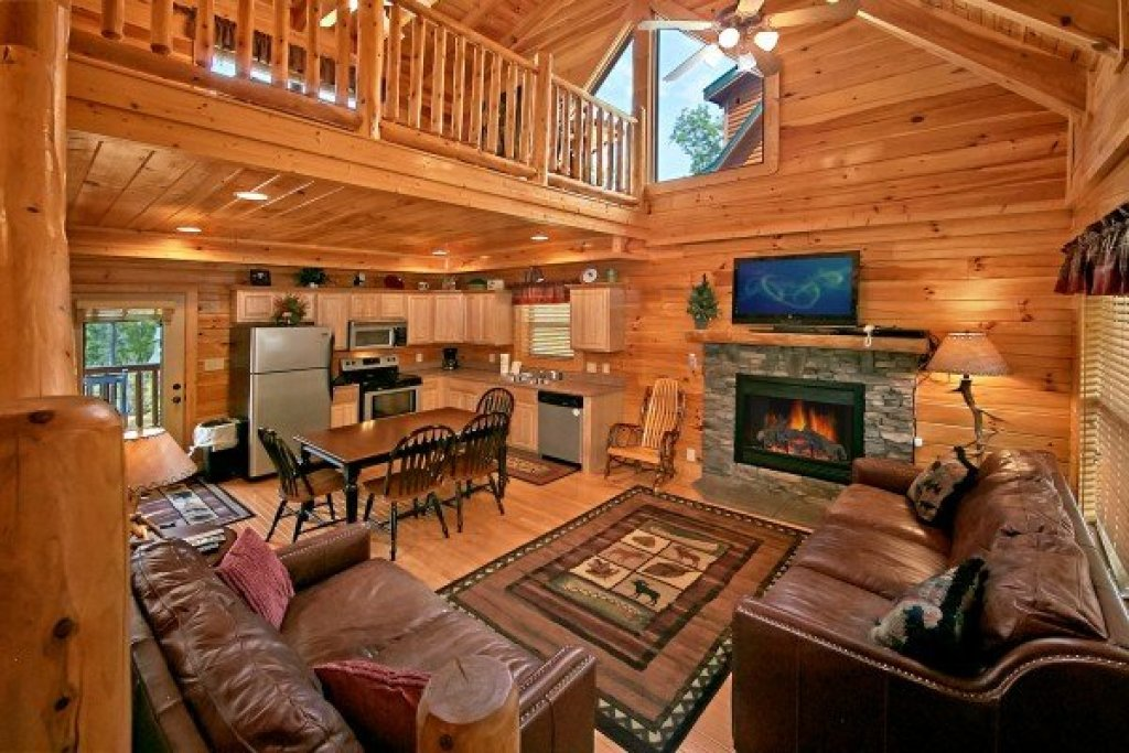 Photo of a Sevierville Cabin named An Elegant Moose - This is the third photo in the set.