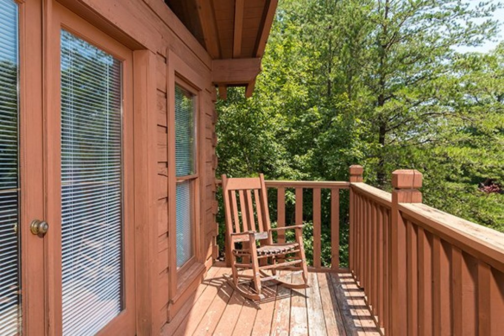 Photo of a Pigeon Forge Cabin named Little Moon - This is the sixteenth photo in the set.