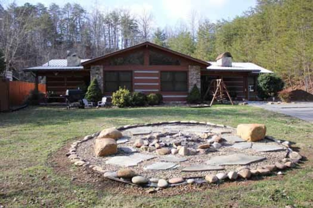 Photo of a Sevierville Cabin named Rustic Ranch - This is the second photo in the set.
