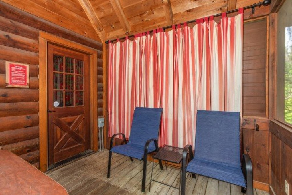 Photo of a Pigeon Forge Cabin named Mountain Breeze - This is the thirteenth photo in the set.