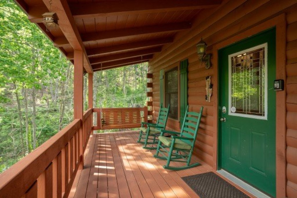Photo of a Pigeon Forge Cabin named Mountain Breeze - This is the second photo in the set.